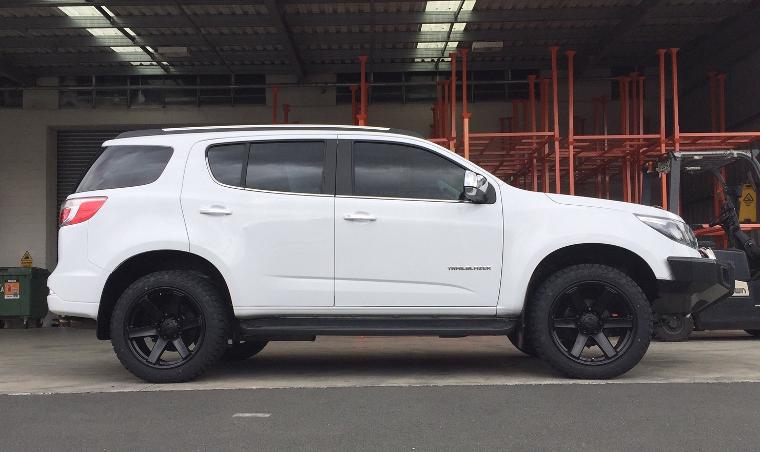 Holden Trailblazer on BGW Beast w Delium AT tyres
